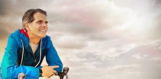 Sammansatt bild av den digitala komposit av den höga mannen med hans cykel Arkivbild