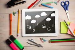Sammansatt bild av den digitala minnestavlan på studentskrivbordet Arkivbild