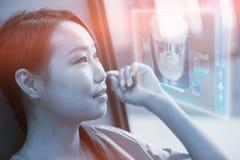 Sammansatt bild av den digitalt frambragda bilden av den mänskliga skallen 3d Royaltyfria Bilder