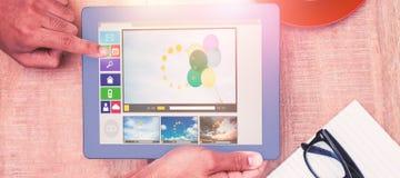 Sammansatt bild av den digitalt frambragda bilden av olika video- och datorsymboler Arkivbilder