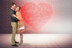 Sammansatt bild av den fulla längden av romantiskt krama för par royaltyfria foton
