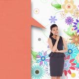 Sammansatt bild av den fundersamma asiatiska affärskvinnan med anförandebubblan Arkivfoto