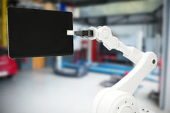 Sammansatt bild av den grafiska bilden av roboten som rymmer den digitala minnestavlan 3d Fotografering för Bildbyråer