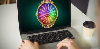 Sammansatt bild av den grafiska bilden av hjulet av förmögenhet på den mobila skärmen Royaltyfria Bilder