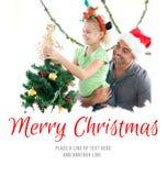 Sammansatt bild av den gulliga lilla flickan som dekorerar julträdet med hennes fader Arkivfoton