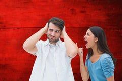 Sammansatt bild av den ilskna brunetten som ropar på pojkvännen royaltyfri bild