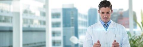 Sammansatt bild av den koncentrerade manliga doktorn som använder futuristiskt exponeringsglas Fotografering för Bildbyråer