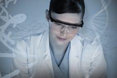 Sammansatt bild av den kvinnliga forskaren som ler mot vit bakgrund Royaltyfria Bilder