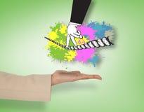 Sammansatt bild av den kvinnliga handen som framlägger fingrar som går spänd lina Royaltyfri Bild