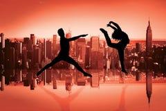 Sammansatt bild av den manliga balettdansörbanhoppningen Arkivbilder