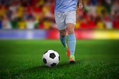 Sammansatt bild av den manliga fotbollspelaren som spelar fotboll arkivbilder