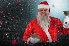 Sammansatt bild av den Santa Claus hållande kuvert och klockan Fotografering för Bildbyråer
