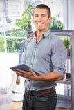 Sammansatt bild av den stiliga affärsmannen som använder den digitala minnestavlan över vit bakgrund Royaltyfria Foton