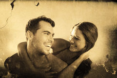 Sammansatt bild av den stiliga mannen som bär hans flickvän på hans baksida Arkivbilder