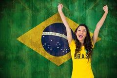 Sammansatt bild av den upphetsade fotbollsfan i den Brasilien tshirten Royaltyfri Foto