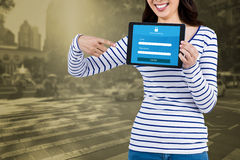 Sammansatt bild av det mitt- avsnittet av kvinnan som pekar på minnestavladatoren Arkivfoton
