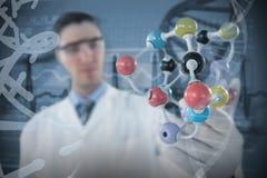 Sammansatt bild av forskaren som experimenterar molekylstrukturen 3D Royaltyfri Bild