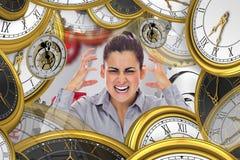 Sammansatt bild av frustrerat ropa för affärskvinna arkivfoton