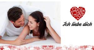 Sammansatt bild av gulliga valentinpar Royaltyfri Foto