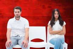 Sammansatt bild av ilskna par som inte talar efter argument arkivbild
