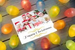 Sammansatt bild av julljus på tabellen Arkivfoton