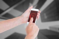 Sammansatt bild av kvinnan som använder smartphonen Arkivbild