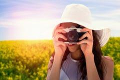 Sammansatt bild av kvinnan som tar bilden med hennes kamera royaltyfria foton