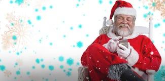Sammansatt bild av lycklig Santa Claus messaging med mobiltelefonen Arkivfoton