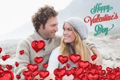Sammansatt bild av lyckliga par som tillsammans sitter på stenigt landskap Royaltyfri Bild