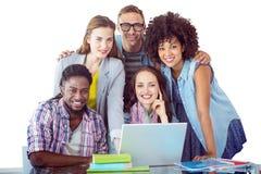 Sammansatt bild av modestudenter som arbetar som ett lag Arkivbilder
