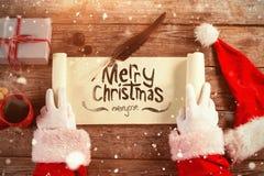 Sammansatt bild av närbilden av den Santa Claus öppningssnirkeln Royaltyfri Fotografi