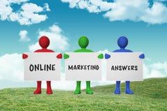 Sammansatt bild av online-marknadsföringssvar Arkivfoto