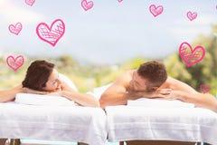 Sammansatt bild av par i brunnsort- och valentinhjärtor 3d Royaltyfri Bild