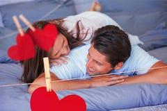 Sammansatt bild av par som har gyckel på sängen Fotografering för Bildbyråer