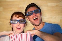 Sammansatt bild av par som tycker om en filmnatt Arkivfoton