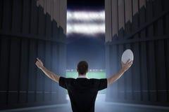 Sammansatt bild av rugbyspelaren omkring som kastar en rugbyboll 3D Royaltyfri Fotografi