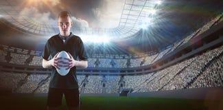 Sammansatt bild av rugbyspelaren som rymmer en rugbyboll 3D Arkivbilder