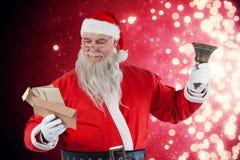 Sammansatt bild av Santa Claus det läs- kuvertet med klockan Royaltyfri Fotografi