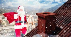 Sammansatt bild av Santa Claus som klättrar en stege Arkivfoto
