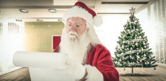 Sammansatt bild av Santa Claus som kontrollerar hans lista Fotografering för Bildbyråer