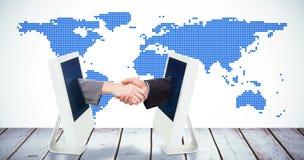 Sammansatt bild av slutet upp av två businesspeople som skakar deras händer royaltyfria bilder