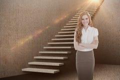 Sammansatt bild av ståenden av en elegant affärskvinna i regeringsställning 3d Royaltyfri Fotografi