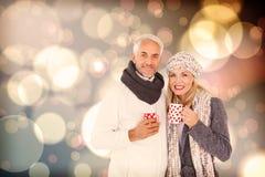 Sammansatt bild av ståenden av lyckliga par som dricker varmt kaffe Arkivbild