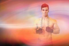 Sammansatt bild av ståenden av en allvarlig shirtless ung muskulös man arkivfoton