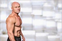 Sammansatt bild av ståenden av den shirtless skalliga mannen Arkivfoto