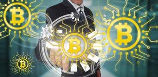 Sammansatt bild av symbolet av den digitala cryptocurrencyen för bitcoin Royaltyfri Fotografi