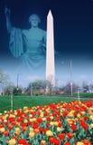 Sammansatt bild av Washington Monument och statyn av George Washington Royaltyfri Bild