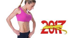 sammansatt bild 3D av den kvinnliga kroppsbyggaren som poserar i rosa sportbehå Royaltyfri Bild