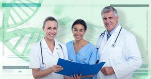 sammansatt bild 3D av ståenden av lyckliga doktorer och sjuksköterskan med skrivplattan arkivbild