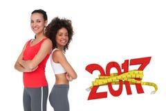 sammansatt bild 3D av ståenden av två färdiga unga kvinnor med korsade armar Royaltyfria Foton